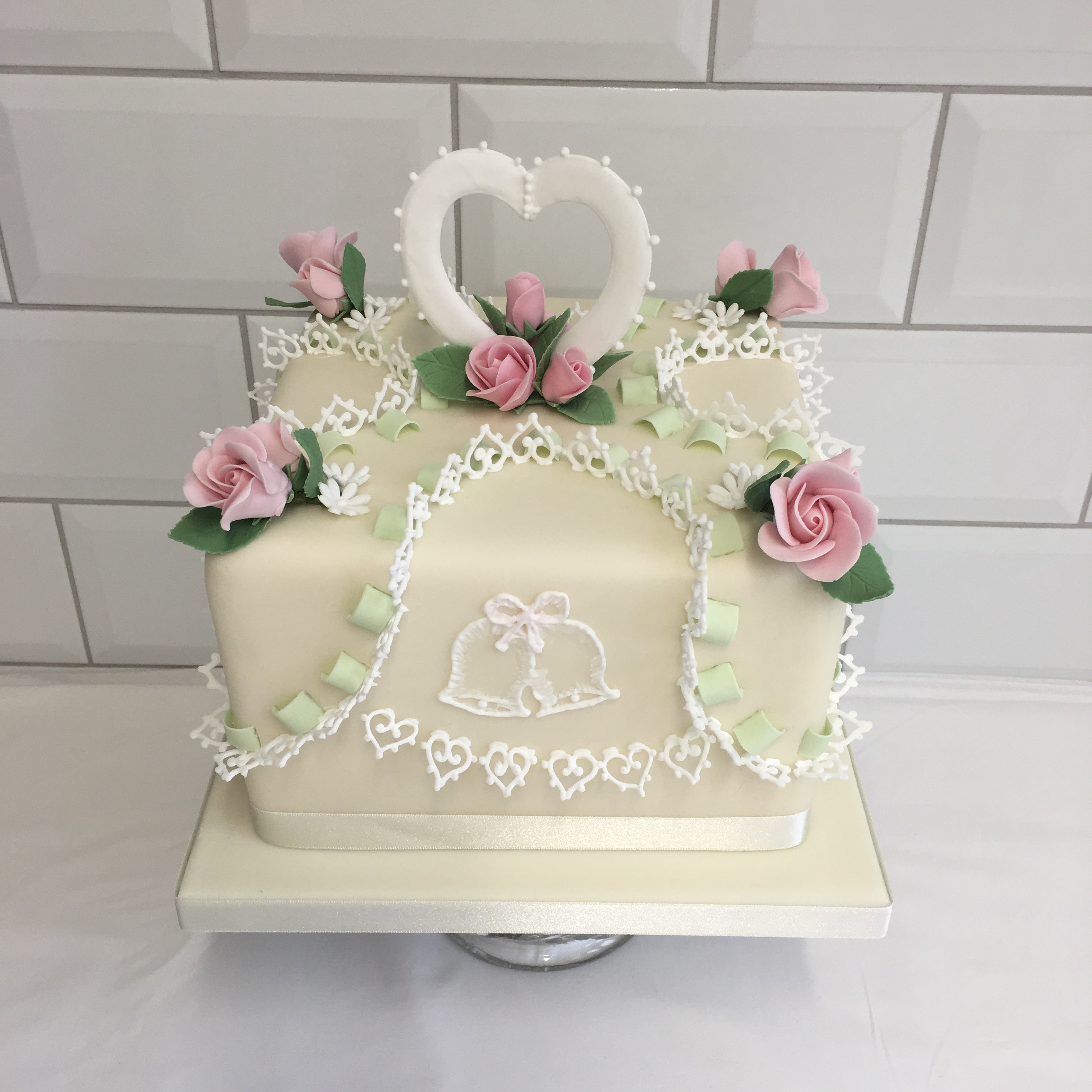 Traditional Techniques For A 25th Wedding Anniversary Cake Hannah Hickman Cakes